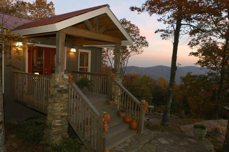 the-overlook-inn-bed Best Places to Stay Near Great Trails - Gilmer County Chamber of Commerce